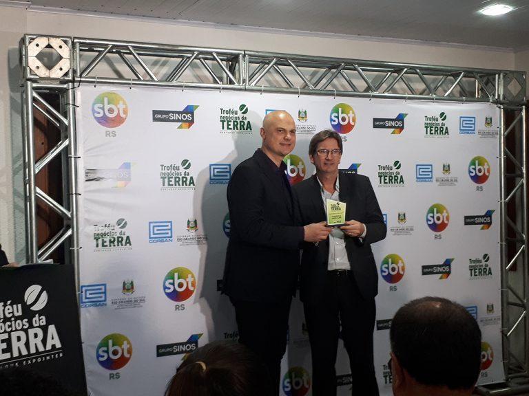 Cooperativa Santa Clara recebe Troféu Negócios da Terra