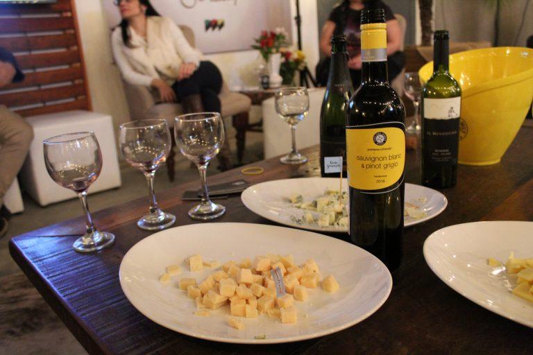 Oficina ensina participantes a harmonizar queijos e vinhos