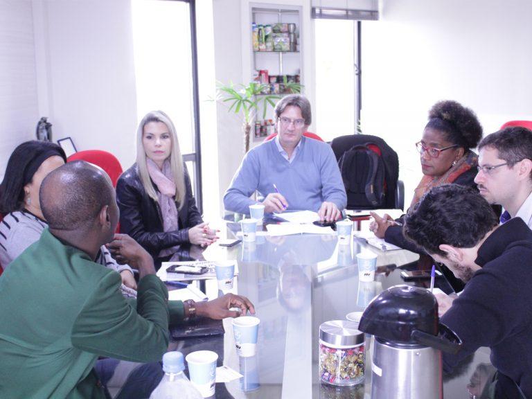 Sindilat recebe empresário senegalês interessado em produtos lácteos do Estado