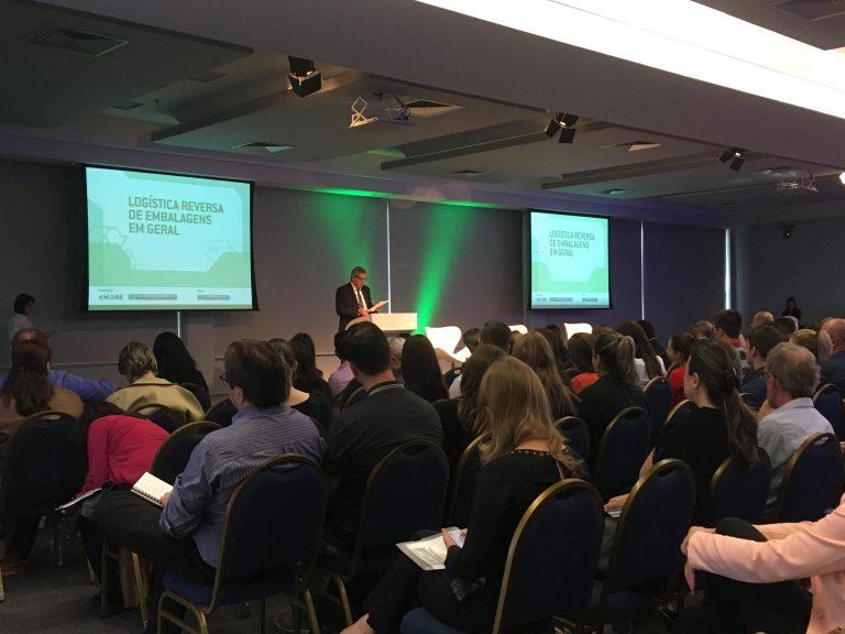 Sindilat participa de evento sobre Logística Reversa de Embalagens