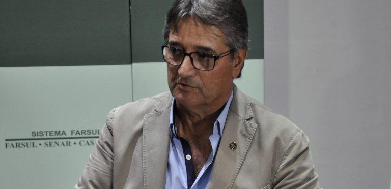 Sindilat parabeniza nova diretoria da Farsul e destaca bandeira da bacia leiteira