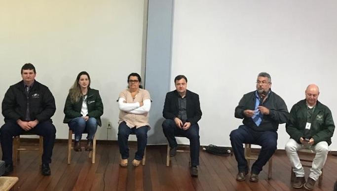Serafina Corrêa reúne pequenos produtores para discutir sobre o setor lácteo