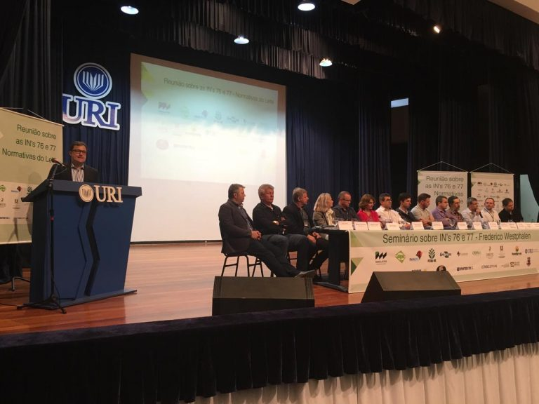 Setor lácteo debate adequação às INs 76 e 77 em Frederico Westphalen