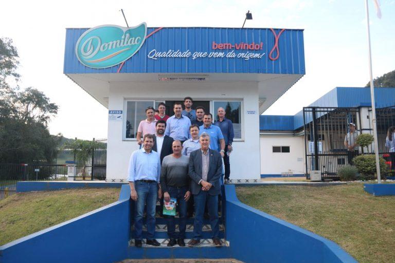 Sindilat visita fábrica da Domilac em São Domingos do Sul