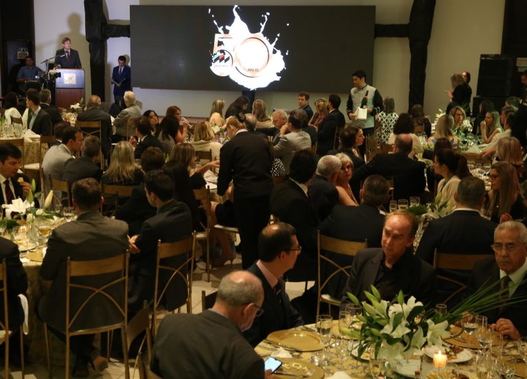 Festa de 50 anos do Sindilat reúne autoridades e representantes do setor lácteo em Porto Alegre