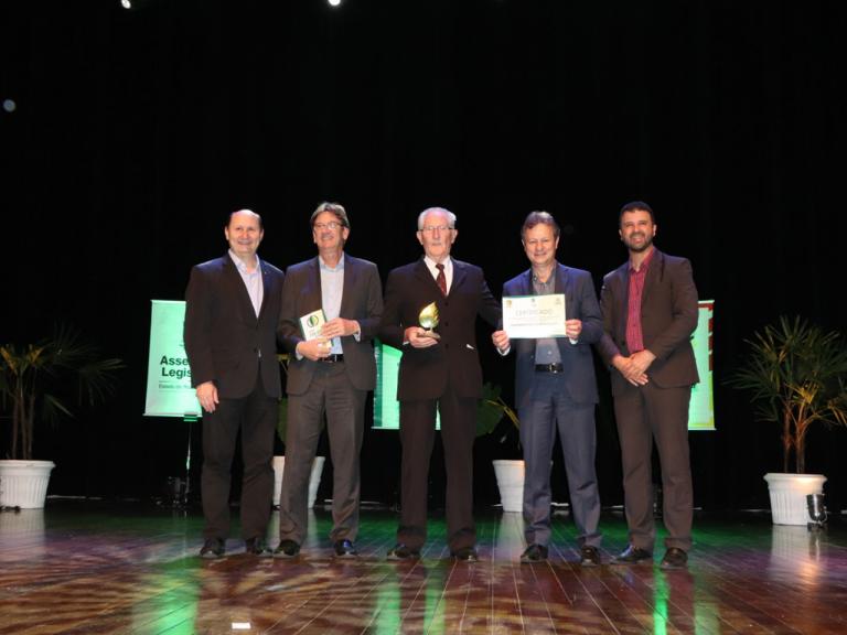 Cooperativa Santa Clara é homenageada na 9° edição do Prêmio Folha Verde